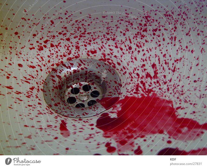 Blutvergießen brutal rot Fototechnik Abfluss KDF