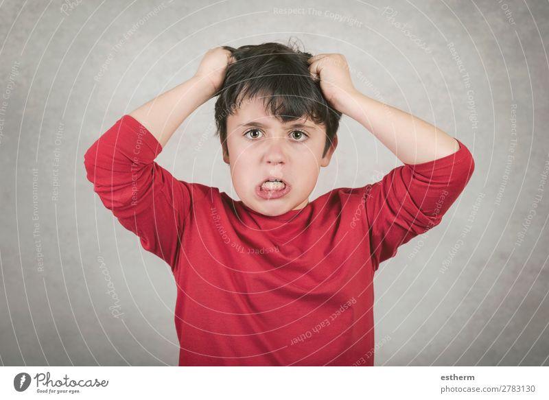wütender Junge, der an den Haaren zieht. Mensch maskulin Kind Kindheit 1 8-13 Jahre sprechen Konflikt & Streit Traurigkeit Aggression verrückt Wut Stimmung