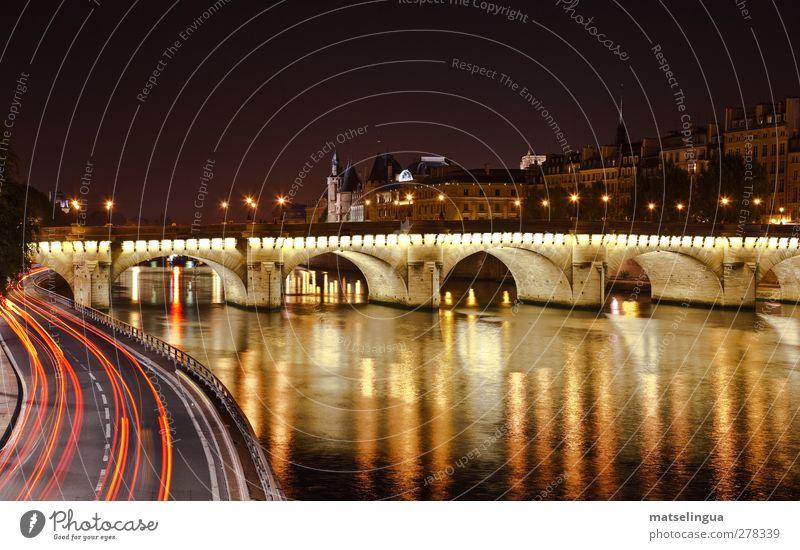 Paris - Pont Neuf schwarz gelb träumen ästhetisch genießen Brücke Romantik Hauptstadt Sehenswürdigkeit Symmetrie Stadt