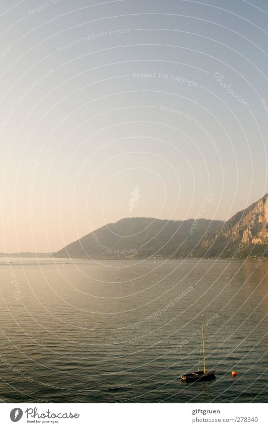 sommerabend Himmel Natur Wasser Sommer ruhig Landschaft Umwelt Berge u. Gebirge See Felsen Wetter Urelemente Schönes Wetter Seeufer Hügel Wolkenloser Himmel