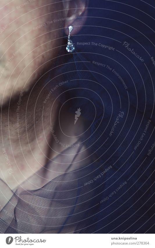 johnny mit dem glitzerohrring Mensch Mann blau schön Erwachsene feminin Mode glänzend maskulin elegant verrückt Stoff Ohr Bart Schmuck trashig