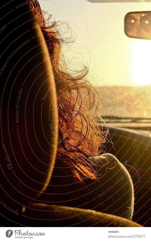freie fahrt Mensch Ferien & Urlaub & Reisen Sommer Sonne gelb feminin Wärme Haare & Frisuren PKW gold Verkehr Ausflug fahren Aussicht Spiegel KFZ