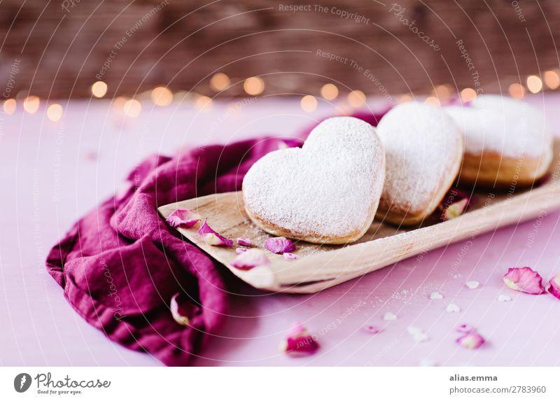 Herzförmige Berliner Krapfen herzförmig Romantik rosa Backwaren Valentinstag Muttertag Geburtstag Postkarte Liebe danke schön danken Symbole & Metaphern Holz
