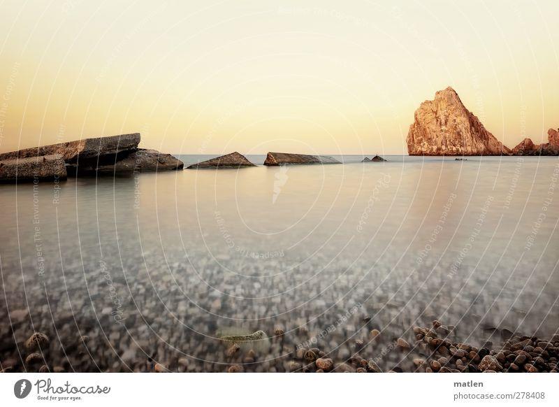 stone washed Landschaft Wasser Himmel Wolkenloser Himmel Horizont Sonnenaufgang Sonnenuntergang Schönes Wetter Felsen Küste Strand Meer Menschenleer braun weiß