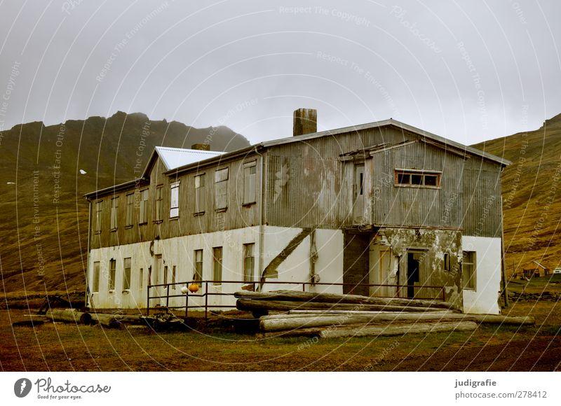 Island Natur Landschaft dunkel Gebäude Wetter Klima Wandel & Veränderung Vergänglichkeit Bauwerk Dorf Vergangenheit Hütte Verfall Island Hafenstadt Westfjord