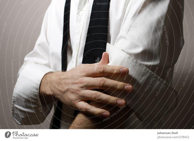 HItch up 1 Mensch Jugendliche Mann weiß Hand 18-30 Jahre Erwachsene Stil Erfolg Wirtschaft Hemd Karriere Krawatte Tatkraft Börse Beerdigung