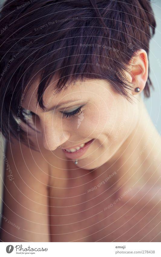 sympa feminin Junge Frau Jugendliche Gesicht 1 Mensch 18-30 Jahre Erwachsene Haare & Frisuren brünett kurzhaarig Freundlichkeit Fröhlichkeit schön sympathisch