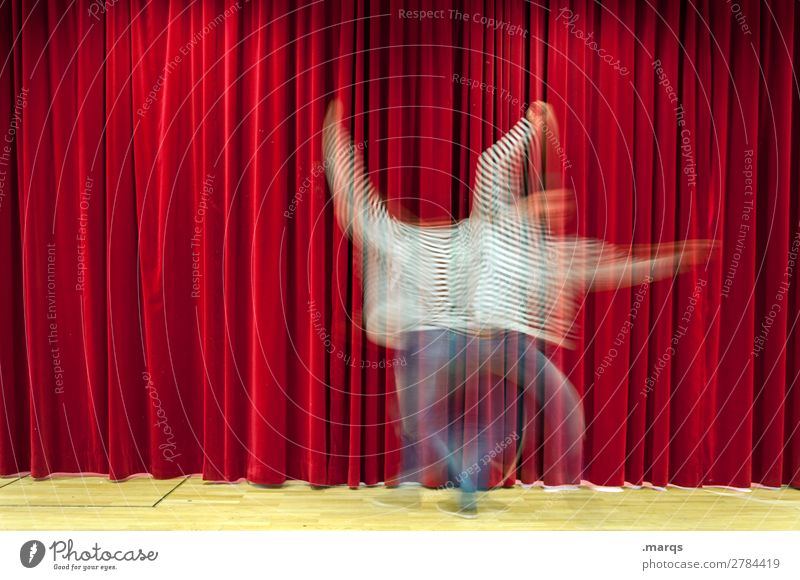 Zerreißen Mensch Mann rot Erwachsene Bewegung außergewöhnlich Party Musik Tanzen einzigartig Show Veranstaltung Vorhang Bühne Identität Entertainment