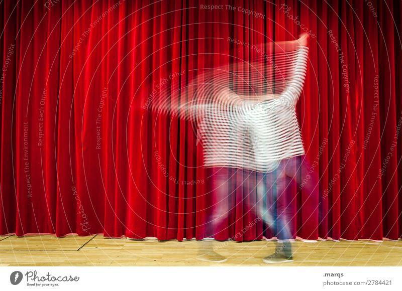 Impro Mann Erwachsene 1 Mensch Theaterschauspiel Bühne Tanzen Jeanshose Vorhang Streifen rot weiß Bewegung improvisieren Farbfoto Innenaufnahme