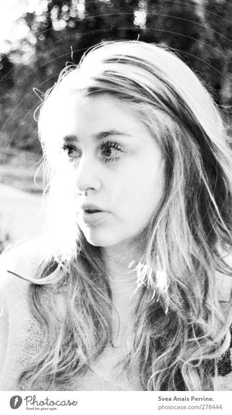 zu viel schwarz!zu viel weiß! feminin Junge Frau Jugendliche Kopf Haare & Frisuren Gesicht Mund Lippen 1 Mensch 18-30 Jahre Erwachsene Mode Pullover Piercing