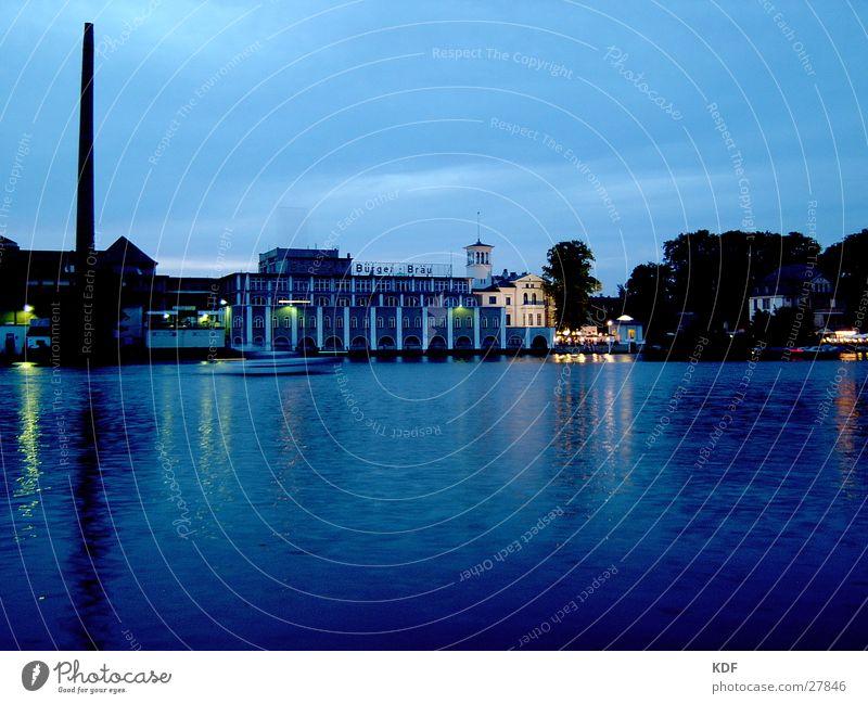 Berliner-Bürger-Bräu Wasser blau Romantik Fluss Bier Spree Brauerei Motorboot