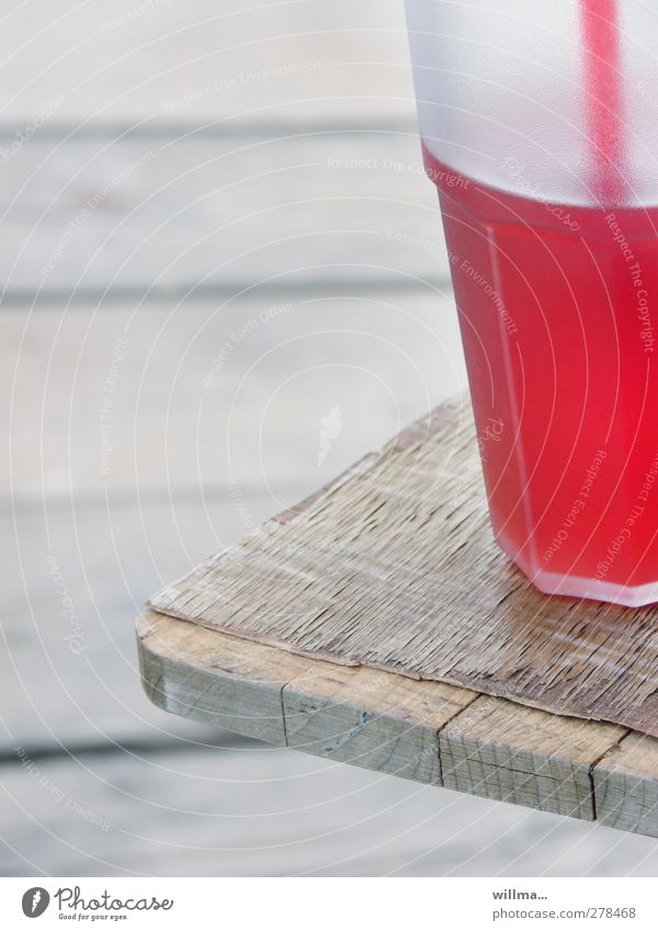 am Uferstrand... Getränk Erfrischungsgetränk Limonade Longdrink Cocktail Alkohol Ferien & Urlaub & Reisen Sommerurlaub Strandbar trinken Holz lecker grau rot