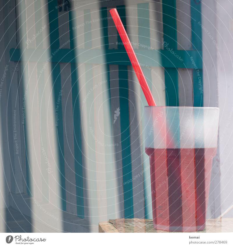 Sommerdrink Getränk Erfrischungsgetränk Limonade Saft Becher Glas Trinkhalm Ferien & Urlaub & Reisen Tourismus Strand lecker rot türkis Streifen Farbfoto