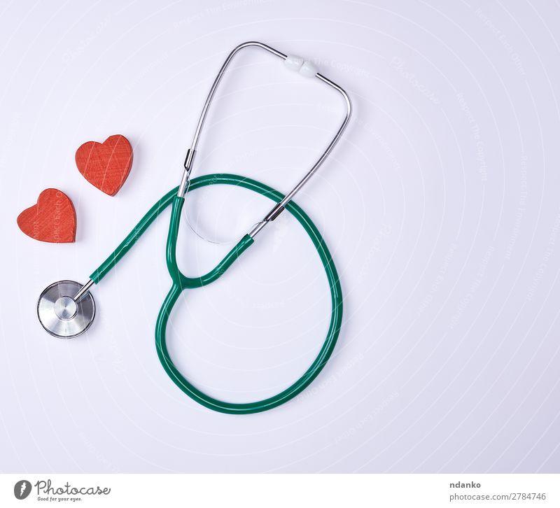 grünes medizinisches Stethoskop Gesundheit Gesundheitswesen Behandlung Krankheit Medikament Krankenhaus Herz hören klein rot weiß Hintergrund kardial Diagnostik