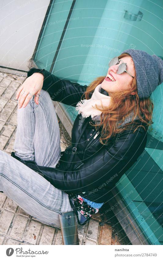 Frau Mensch Jugendliche Junge Frau Stadt schön Freude Winter 18-30 Jahre Lifestyle Erwachsene feminin lachen Glück Stil Mode