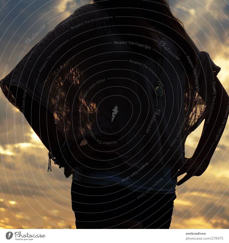 no name Mensch Leben 1 Himmel Wolken Bekleidung Stoff gold grau Farbfoto Außenaufnahme Morgendämmerung Dämmerung Licht Schatten Kontrast Silhouette Sonnenlicht