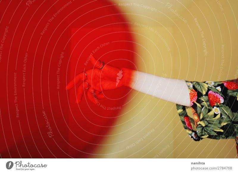 Mensch Sommer Farbe rot Hand gelb Kunst außergewöhnlich Mode Design Zufriedenheit retro ästhetisch Kreativität Arme Bekleidung