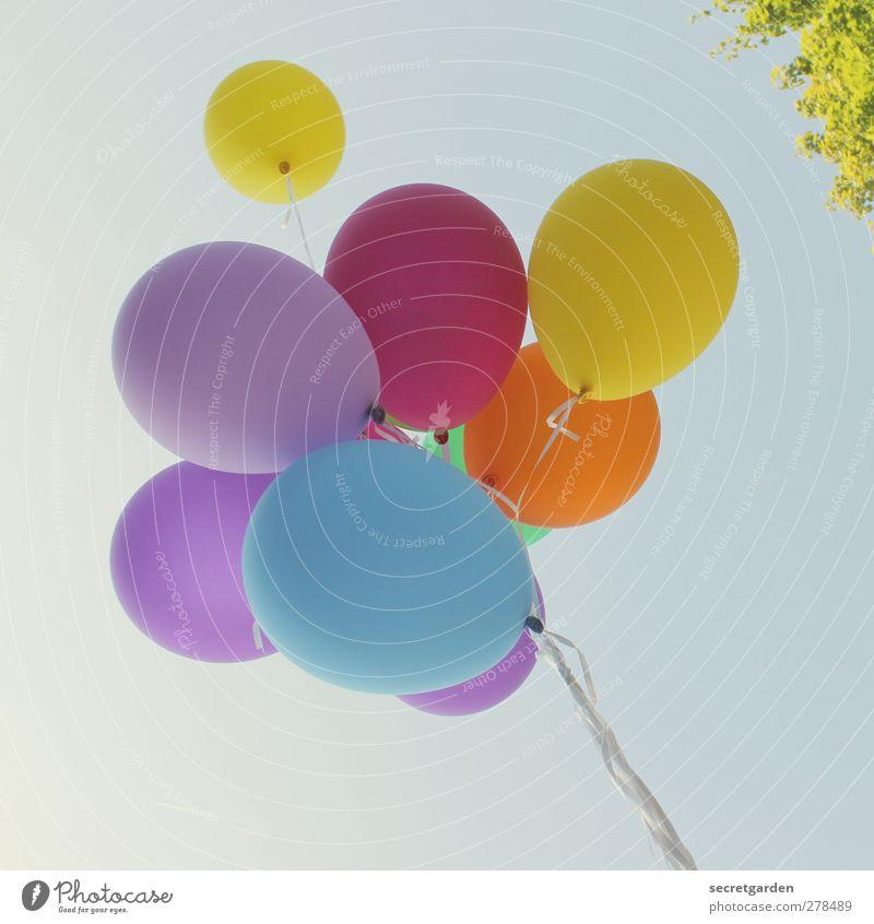 fesselspiel. Party Veranstaltung Feste & Feiern Jahrmarkt Geburtstag Wolkenloser Himmel Sommer Schönes Wetter Luftballon fliegen hell oben retro rund blau