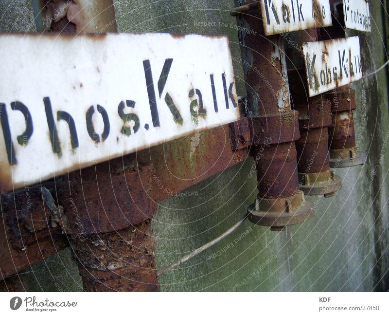 Kalkleitungen Schilder & Markierungen Beton Industrie Rost Leitung Kalk