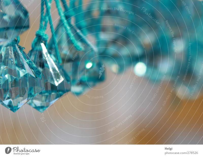 Glitzerkram... Dekoration & Verzierung Kitsch Krimskrams Glas Kristalle Schnur Knoten glänzend hängen ästhetisch außergewöhnlich eckig blau braun weiß bizarr