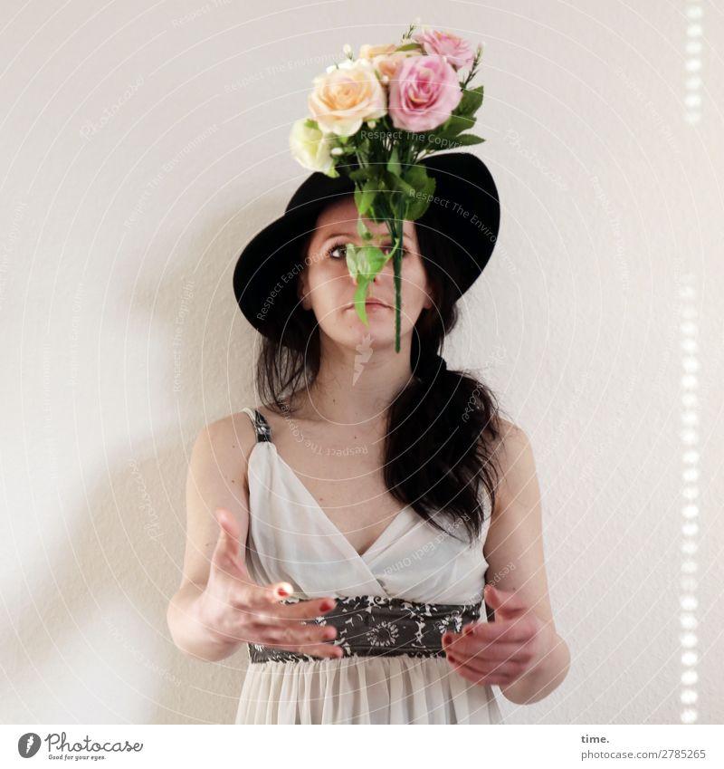 flying flowers feminin Frau Erwachsene 1 Mensch Blume Kleid Gürtel Hut brünett langhaarig Zopf beobachten fangen fliegen Blick warten außergewöhnlich schön