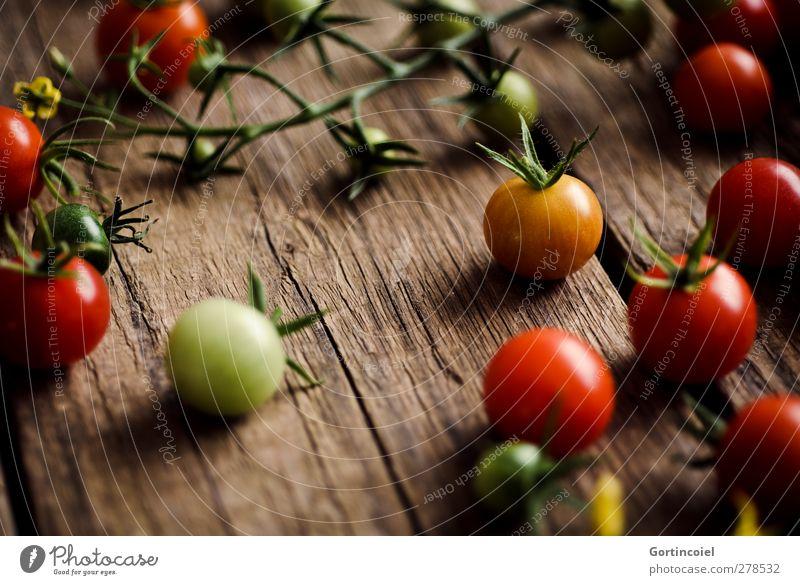 Tomaten Gesundheit natürlich Lebensmittel frisch Ernährung Foodfotografie Gemüse Ernte Bioprodukte Landleben Vegetarische Ernährung Holztisch Tisch