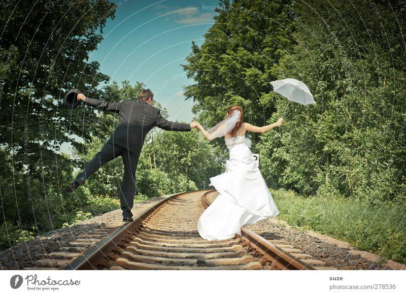 Neue Verbindung Sommer Hochzeit Mensch maskulin feminin Frau Erwachsene Mann 2 18-30 Jahre Jugendliche Umwelt Natur Landschaft Himmel Schönes Wetter Baum Gleise