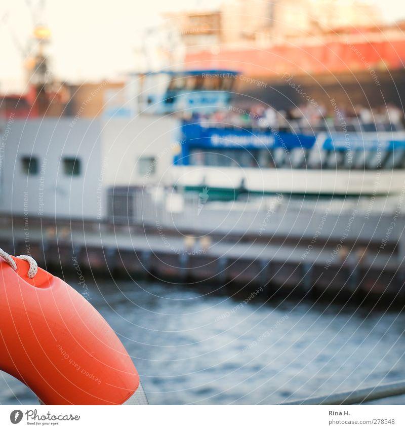 Detail Hamburger Hafen Fluss Hafenstadt Schifffahrt Binnenschifffahrt Rettungsring Elbe Quadrat Farbfoto Menschenleer Textfreiraum Mitte Schwache Tiefenschärfe