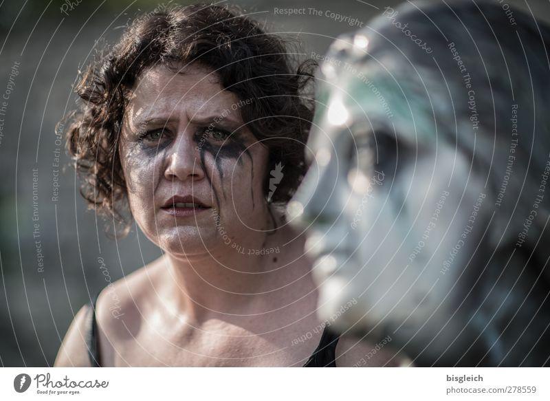 tränenreich III Mensch feminin Frau Erwachsene Gesicht 1 30-45 Jahre brünett kurzhaarig Locken Blick Traurigkeit weinen Trauer Müdigkeit Enttäuschung Einsamkeit