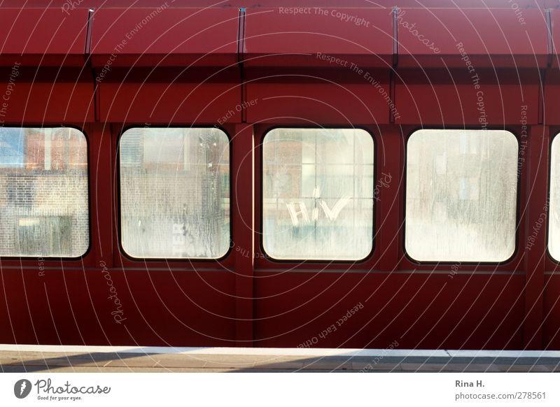 HIV rot Fenster modern Verkehrswege Barriere Bahnhof Personenverkehr Bahnsteig Begrenzung Moderne Architektur U-Bahnstation