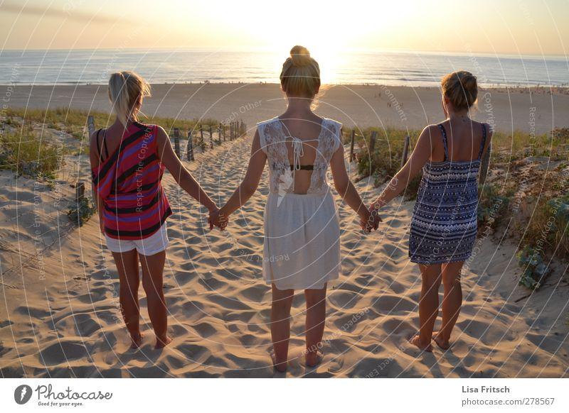 friendship Mensch Ferien & Urlaub & Reisen Jugendliche Junge Frau Erholung Meer Freude 18-30 Jahre Strand Erwachsene Leben feminin Wege & Pfade Glück Gesundheit