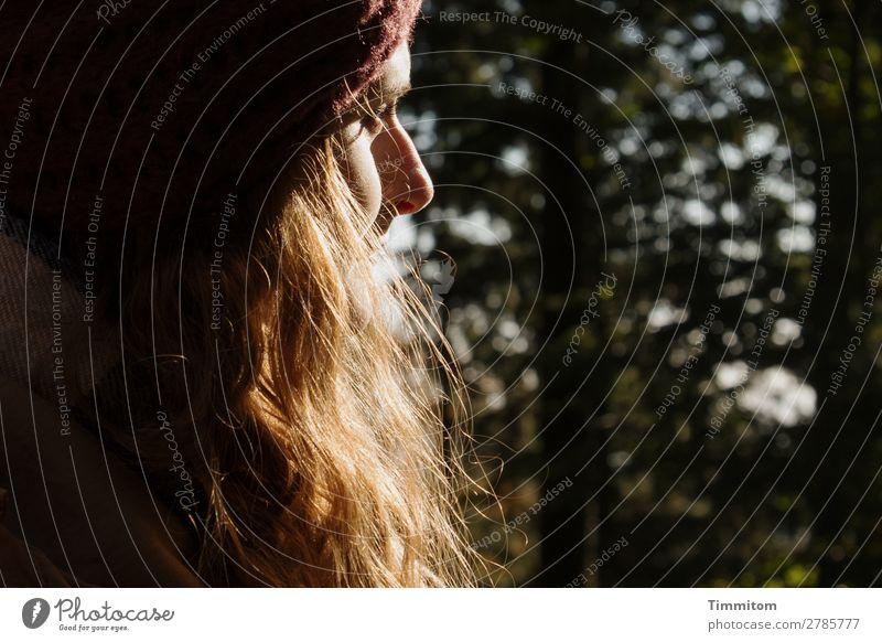 Patty Mensch Junge Frau Jugendliche Kopf Haare & Frisuren Gesicht Auge Nase 1 Umwelt Natur Wald Mütze langhaarig Blick Freundlichkeit Gefühle Farbfoto