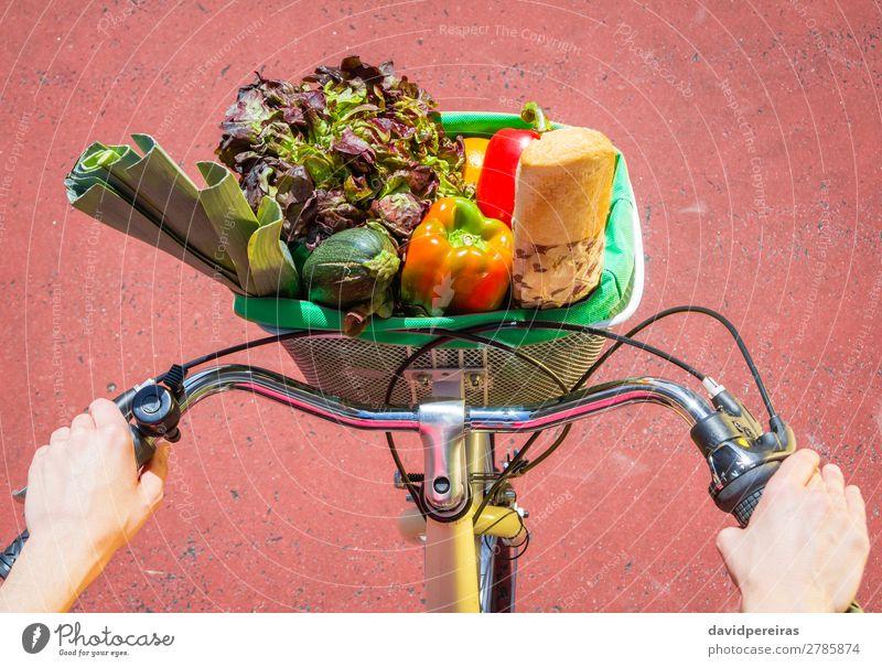 Frau Mensch Natur Sommer Stadt schön Sonne Erholung Lebensmittel Straße Lifestyle Erwachsene Sport Glück Frucht