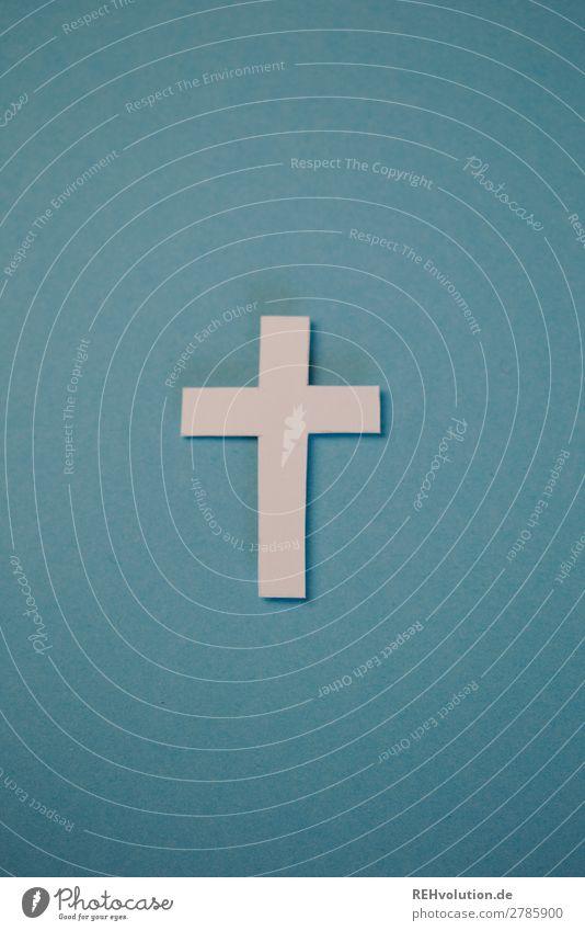 Kreuz Zeichen außergewöhnlich Religion & Glaube Christliches Kreuz Christentum Papier Kreativität gebastelt blau einfach Farbfoto Innenaufnahme