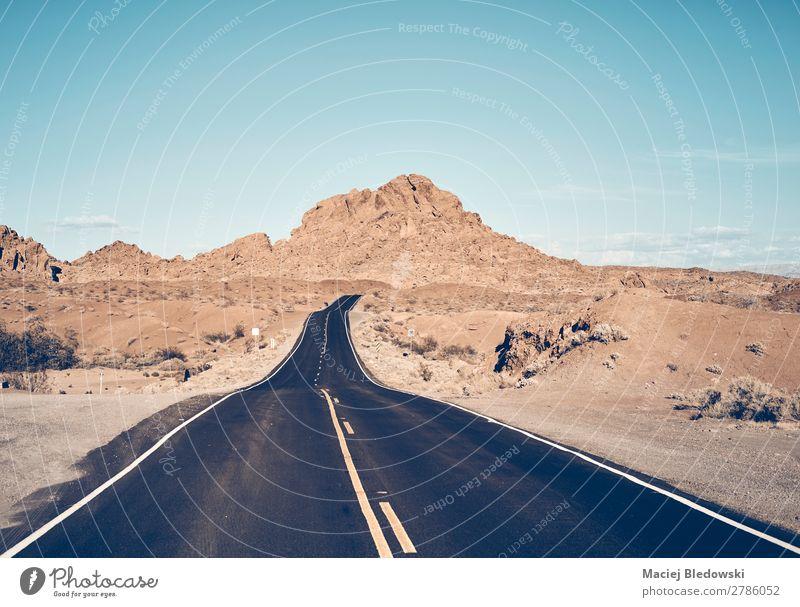 Nevada Wüstenstraße, USA. Ferien & Urlaub & Reisen Ausflug Abenteuer Ferne Freiheit Expedition Fahrradtour Sommer Berge u. Gebirge Natur Landschaft Himmel Hügel