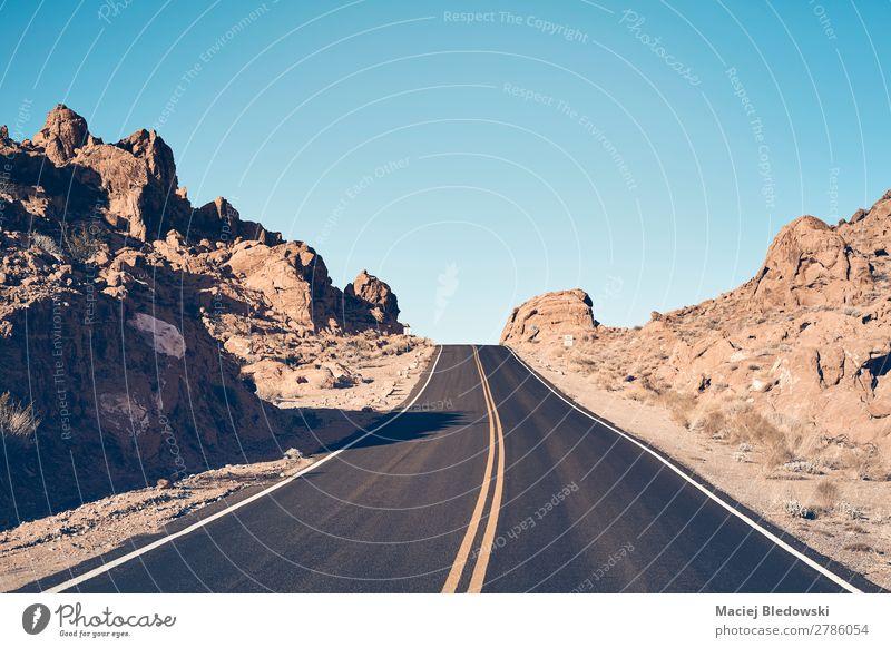 Nevada Wüstenstraße, USA. Ferien & Urlaub & Reisen Ausflug Abenteuer Ferne Freiheit Fahrradtour Sommerurlaub Berge u. Gebirge Landschaft Himmel Hügel