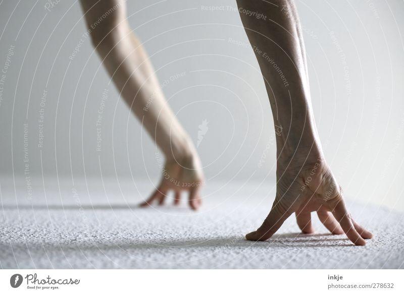Tapetenklettern Freizeit & Hobby Spielen Fitness Sport-Training Leichtathletik Sportler Hand Unterarm 1 Mensch warten diszipliniert Ausdauer standhaft Beginn