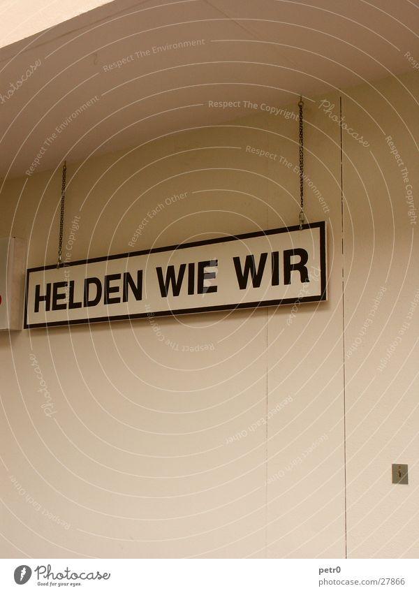 HELDEN WIE WIR weiß Wand Schilder & Markierungen Freizeit & Hobby Werbung Theaterschauspiel Kette Held beige unpersönlich