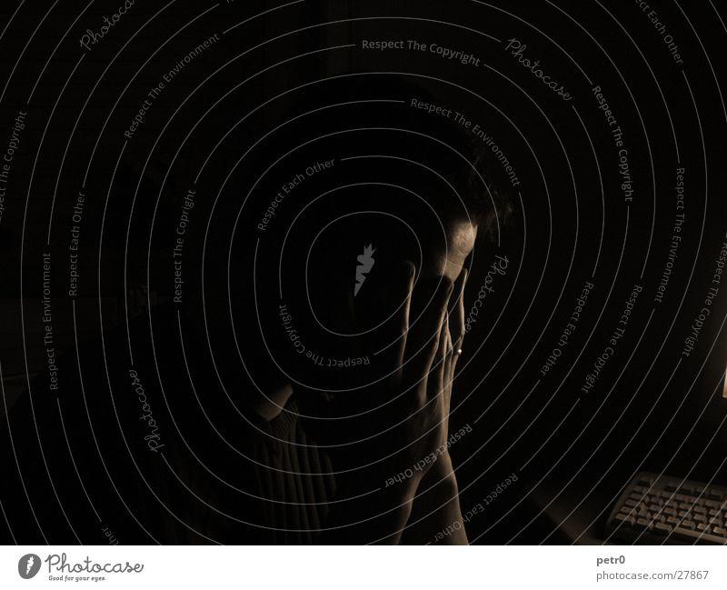 Profil 01 Silhouette Stirn Hand Finger dunkel Trauer Langzeitbelichtung Mann Bestürzung Kreis
