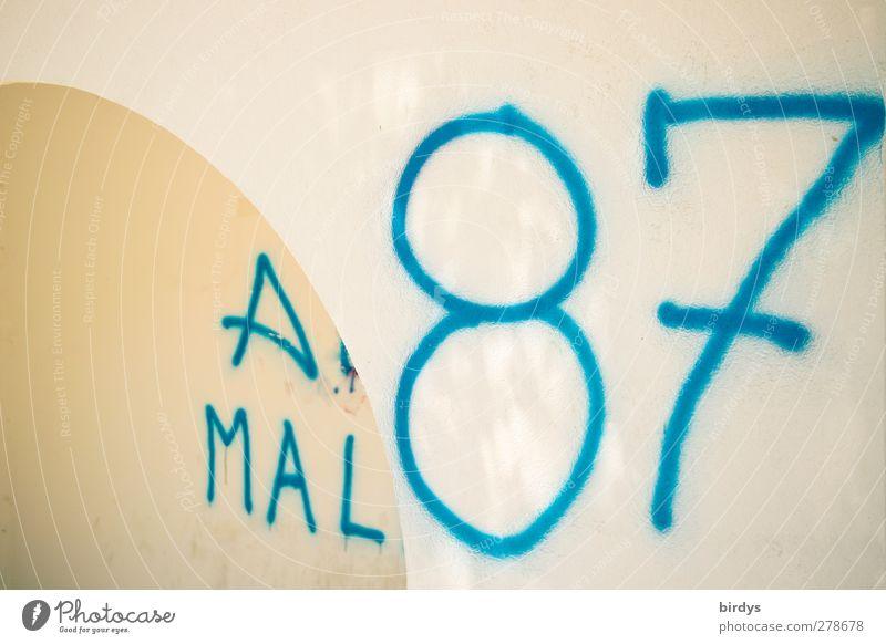 am Tag ! Mauer Wand Bogen Schriftzeichen Ziffern & Zahlen Graffiti authentisch hell blau weiß Kreativität Stadt Großbuchstabe Lateinische Schrift groß Farbfoto