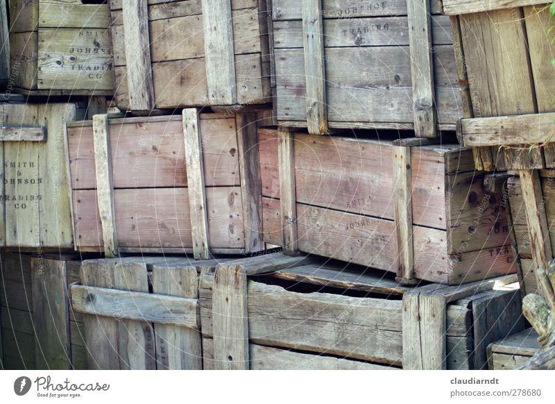 HoKiWa alt Holz kaputt Güterverkehr & Logistik Umzug (Wohnungswechsel) Kasten Handwerk Handel Lagerhalle eckig Lager Stapel Verpackung gebraucht Holzkiste Markthalle