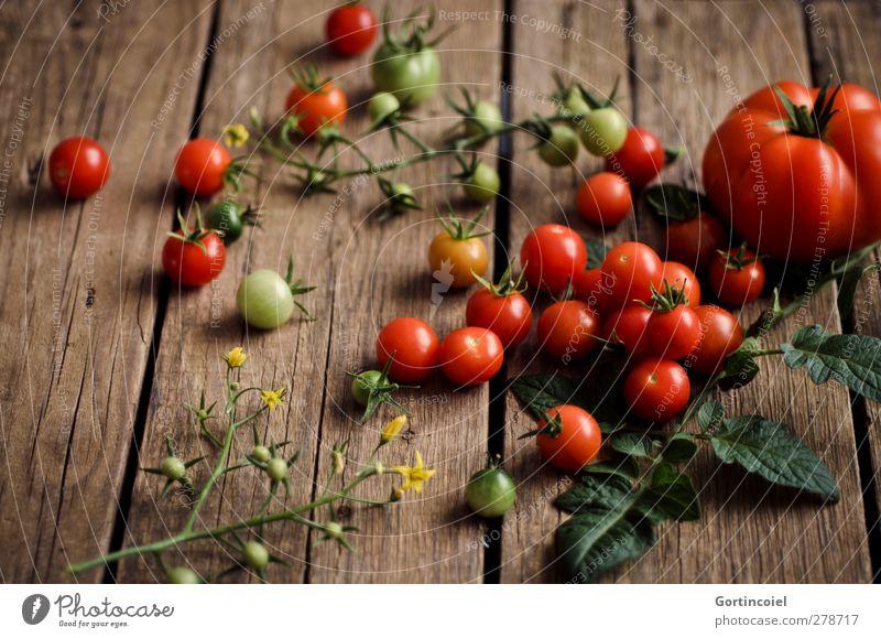Ausbeute Gesundheit Lebensmittel frisch Ernährung Gemüse Ernte lecker Bioprodukte Diät Tomate Vegetarische Ernährung Landleben Foodfotografie rustikal Holztisch Slowfood
