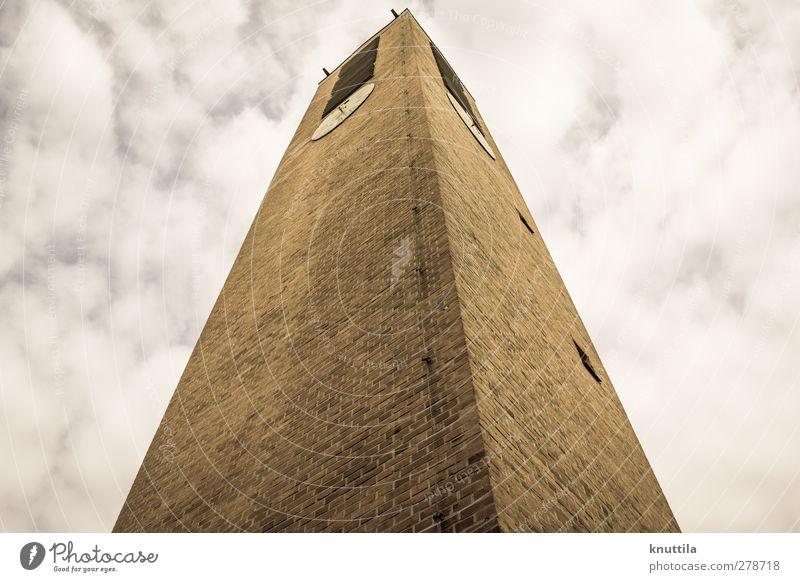 Machtvoll Kirche Turm Hochsitz Bauwerk Gebäude Architektur Mauer Wand Fassade bedrohlich braun gelb gold rot schwarz weiß Religion & Glaube Farbfoto