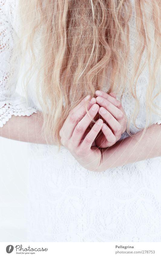 klammheimlich Mensch feminin Junge Frau Jugendliche Haare & Frisuren Rücken Hand Finger 1 18-30 Jahre Erwachsene Stimmung Romantik Menschlichkeit ruhig Farbfoto