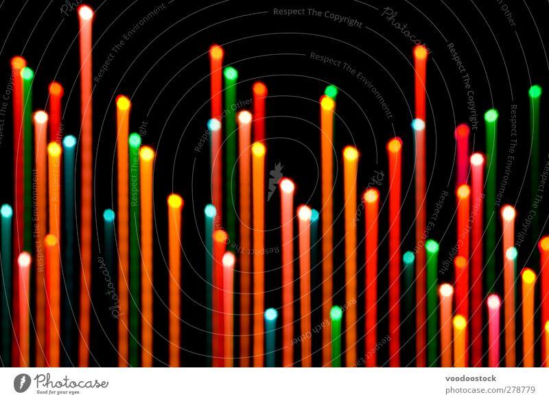 Entschärfen von Farblichtschienen Linie Wachstum hell blau mehrfarbig grün orange rot schwarz Tatkraft Farbe defokussieren defokussiert Lichtschweif Kraulen