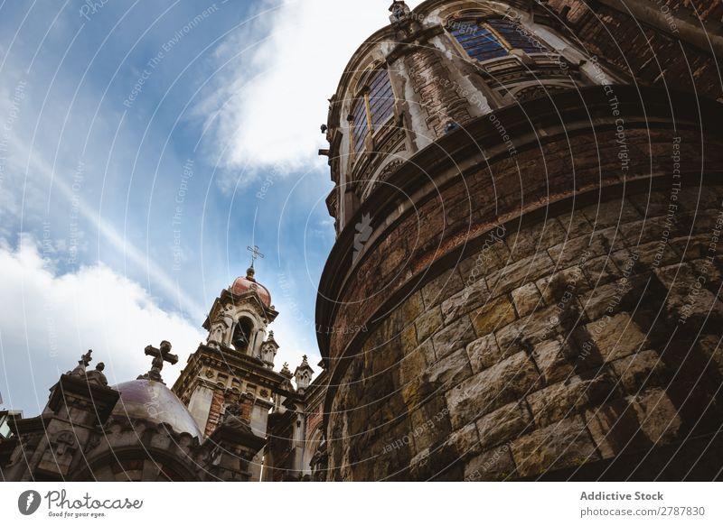 Alter Turm der Kathedrale und blauer Himmel Kloster Wolken Himmel (Jenseits) antik alt Religion & Glaube Gebäude Stein Höhe Fassade schön Tourismus Architektur