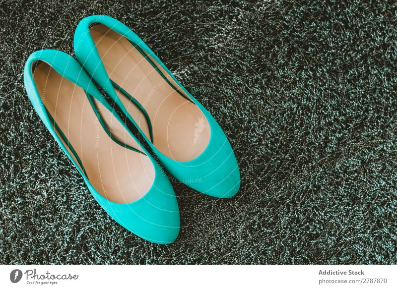 Paar blaue Schuhe Frau paarweise Ferse Höhe neu Entwurf azurblau Mode Stil elegant Glamour schön modisch Reichtum anhaben wunderbar Damenschuhe Wahl Model