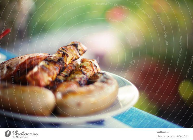 Bratwürste und Schaschlikspieße im Garten Wurstwaren Bratwurst Fleischspieß Steak Ernährung Abendessen Grillen Essen Duft heiß lecker Sommer Grillabend herzhaft