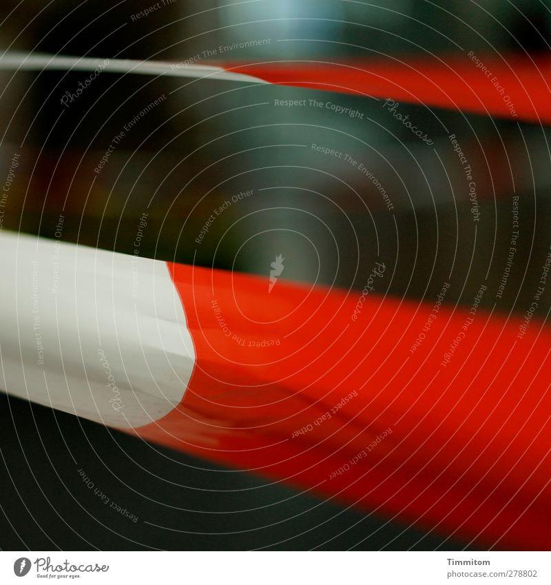 *200* Tatort weiß rot Gefühle braun Angst verrückt ästhetisch beobachten bedrohlich Schutz Kunststoff Barriere Lagerhalle Aggression flattern Tatort
