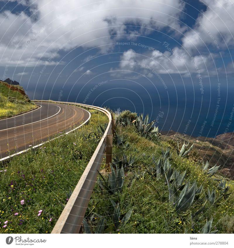 zum Meer Himmel blau grün Wolken Landschaft Straße Berge u. Gebirge Küste Schilder & Markierungen Hügel Verkehrswege Wildpflanze Leitplanke Hochstraße